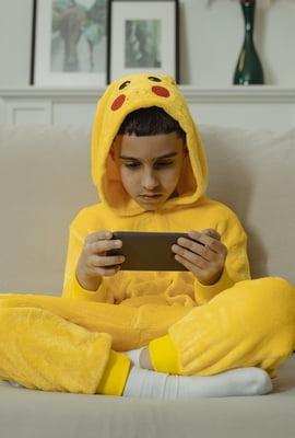 Dependência de celular afeta o desenvolvimento de crianças e jovens